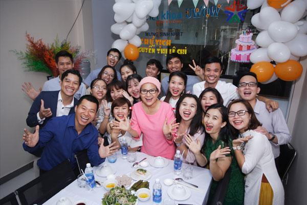 Ấm áp bữa tiệc mừng sinh nhật chủ tịch UWOW
